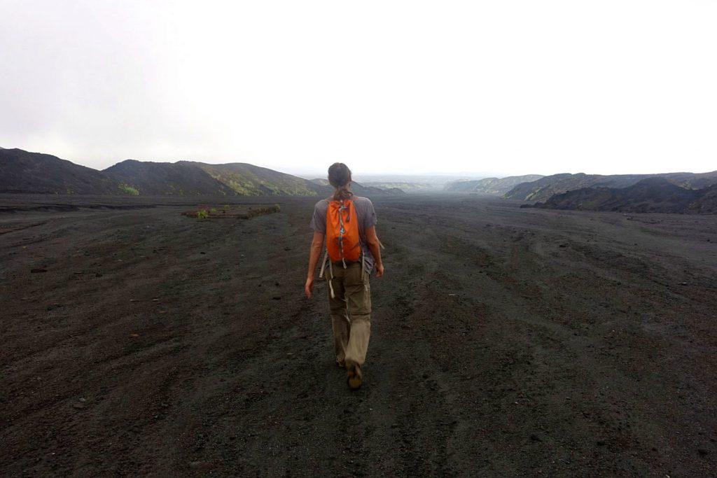 Die Tour zum Benbow startet in einem alten Lavafluss.