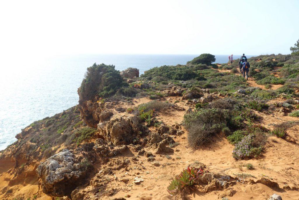 Beim Wandern hilft die richtige Packliste für den Fischerweg in Portugal.