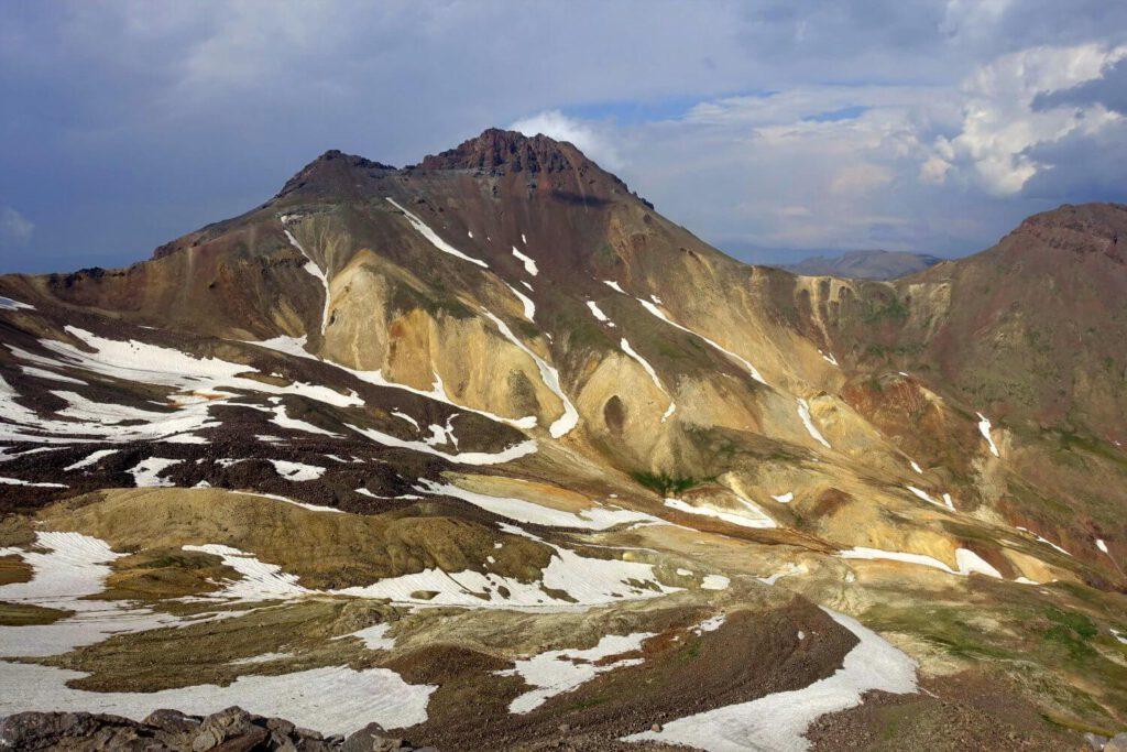 Ausblick in den Aragats Vulkankrater.