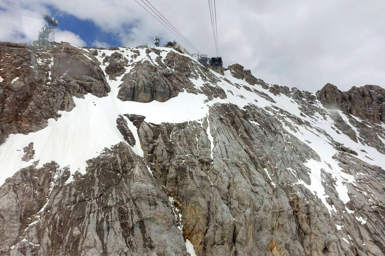 Blick auf die Zugspitze von der Zahnradbahn Sonnalpin.