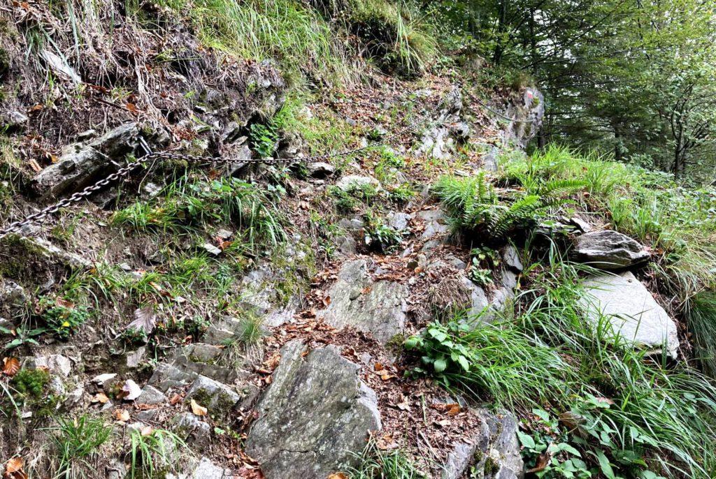Mit Kette gesicherter Weg im Val Grande.