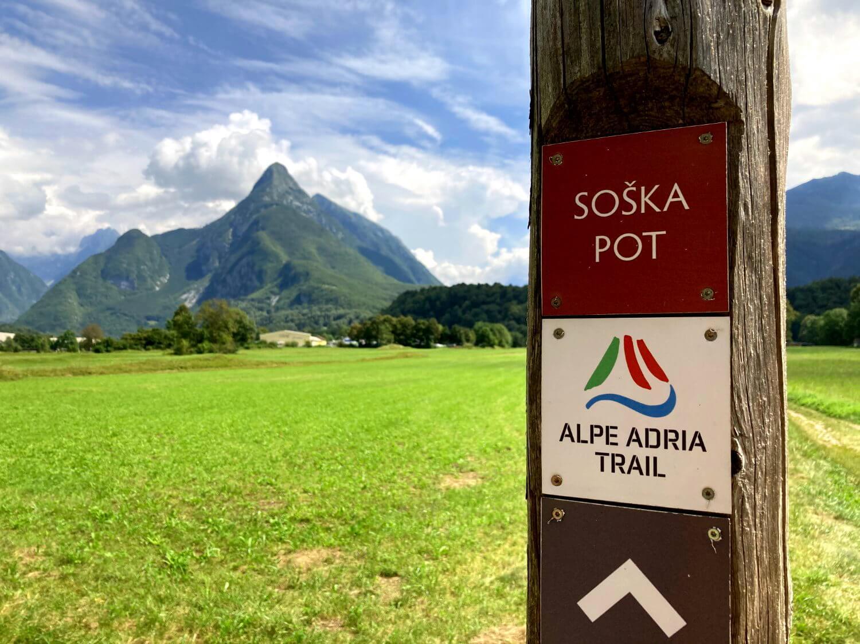 Wegmarkierung am Soča-Trail.