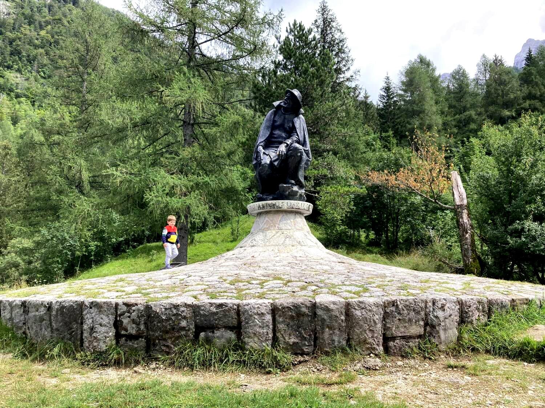 Denkmal von Julius Kugy am Soča-Trail.