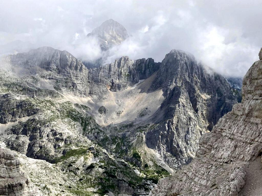 Blick auf den Gipfel des Triglav vom Swedlo Planja.