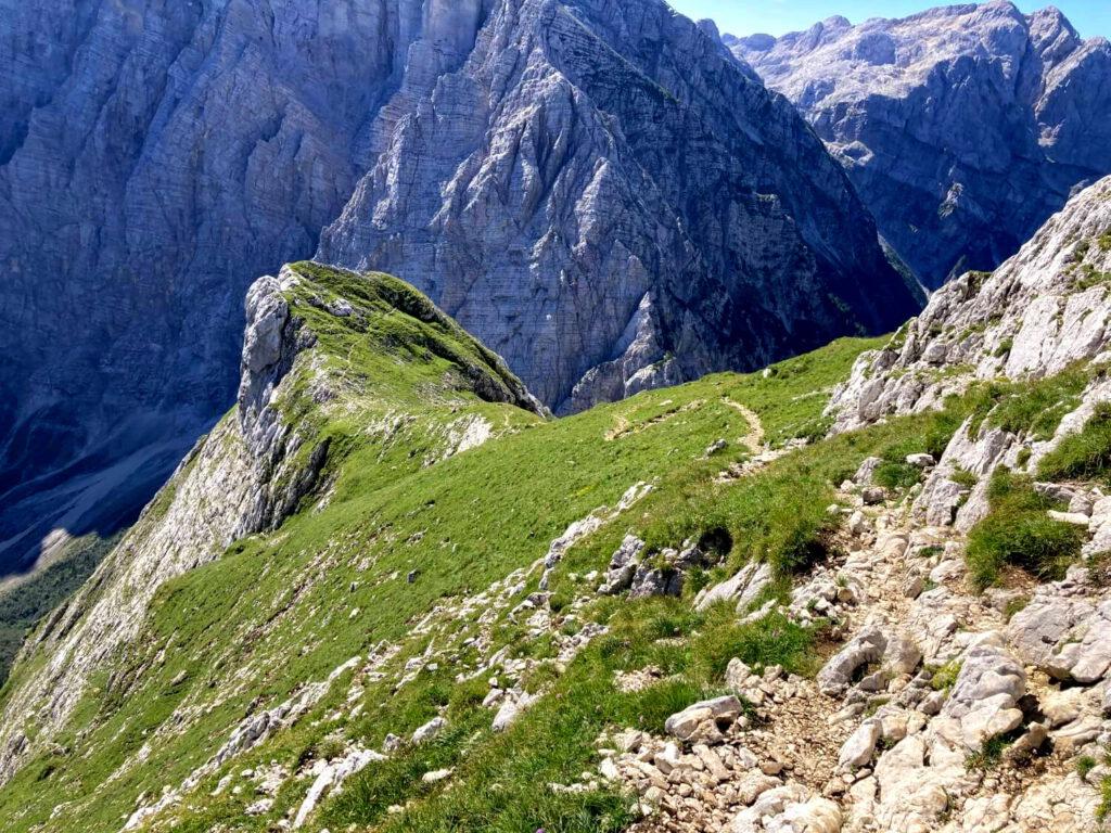 Abstieg zur Luknja-Scharte im Triglav-Nationalpark.