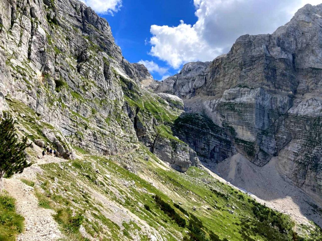 Serpentinen auf dem Weg zur Berghütte Koča na Doliču.