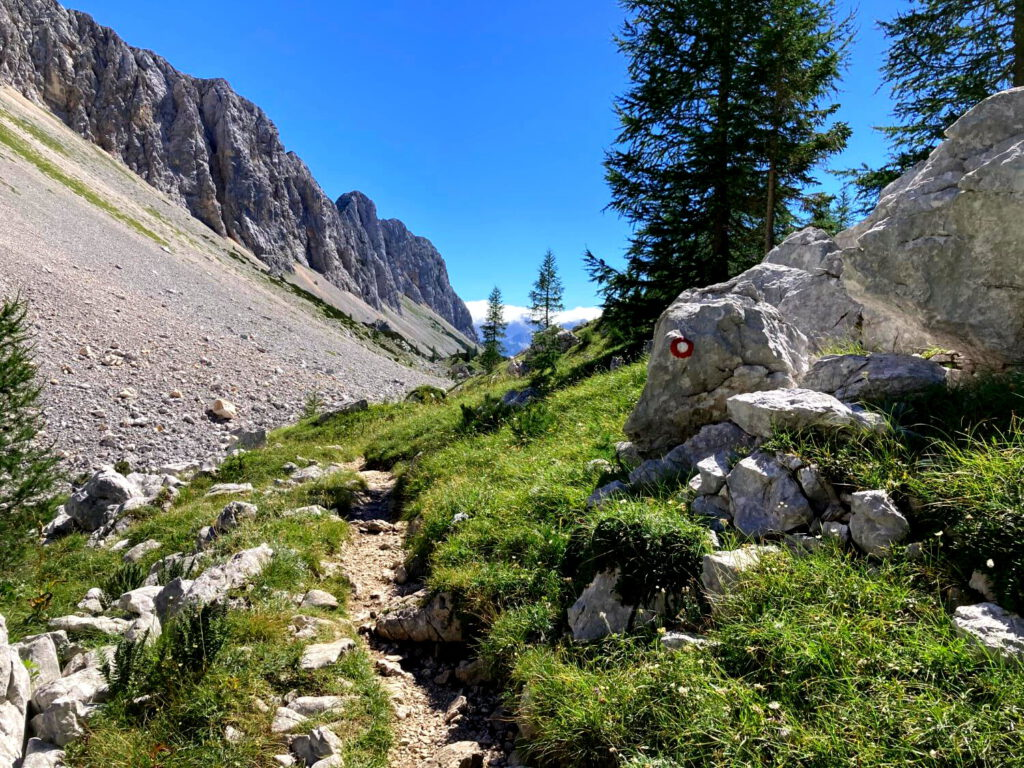 Wanderweg durch das Tal der Sieben Seen.