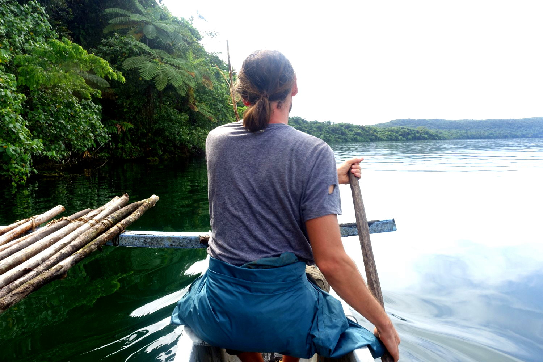 Mikroabenteuer im Kanu in den Tropen.