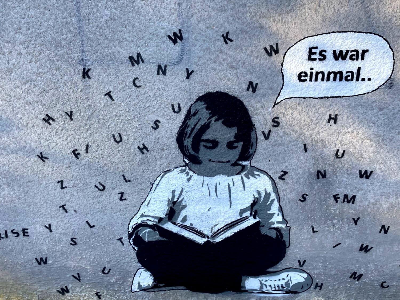 Grafitti sitzendes Mädchen Es war einmal.