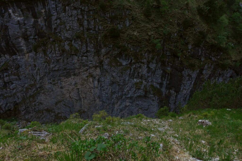 Steile absturzgefährdete Wegstelle auf dem Stangensteig.