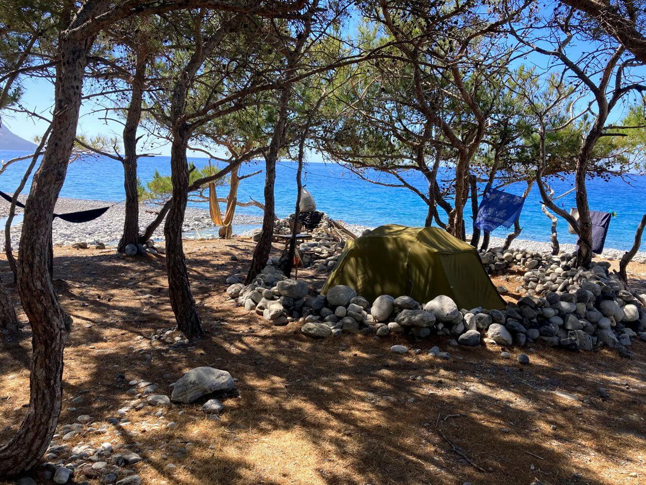 Inoffizieller Campingplatz am E4 hinter Sougia.