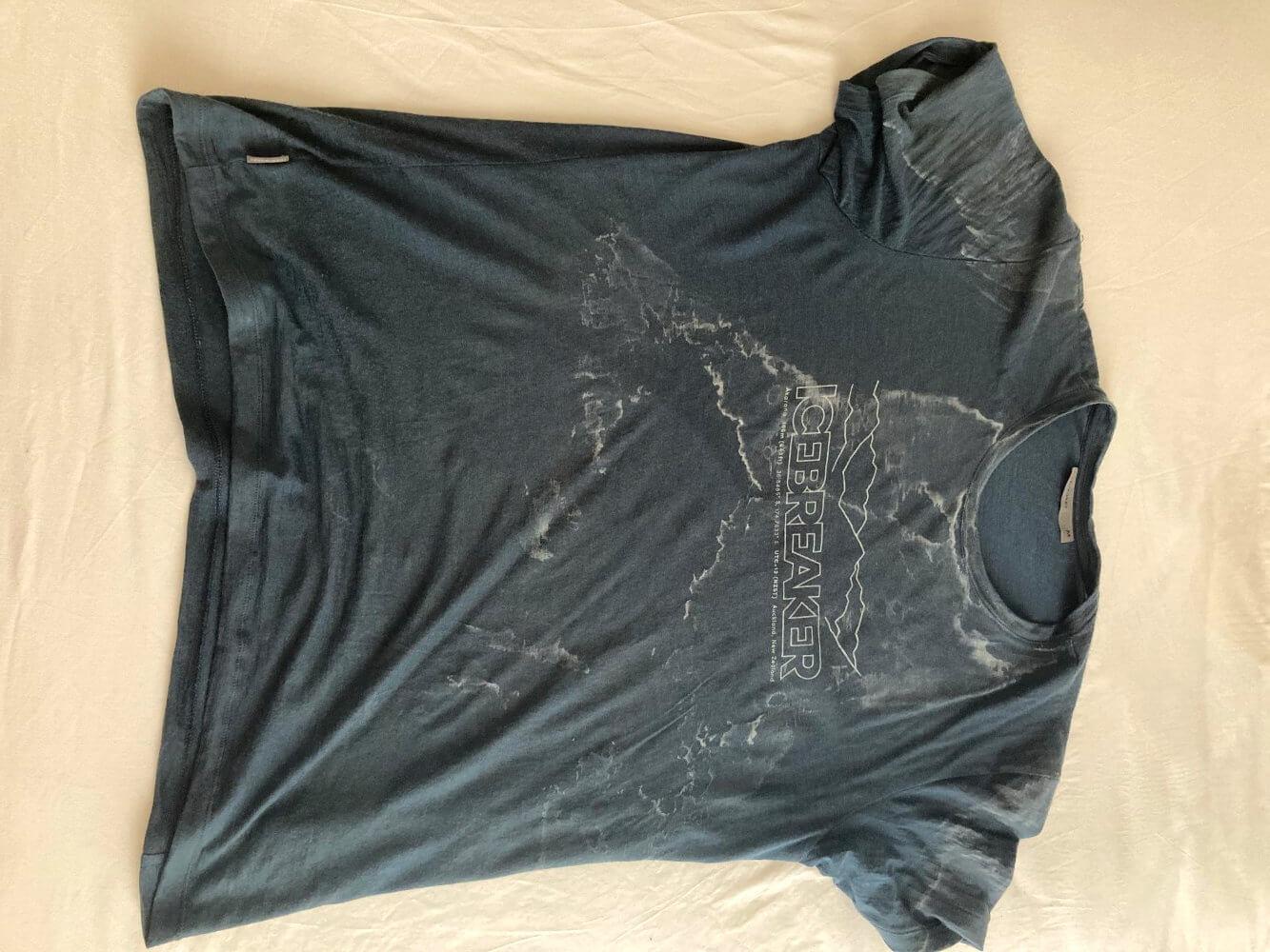 Durchgeschwitztes T-Shirt nach einem Tag auf dem E4.
