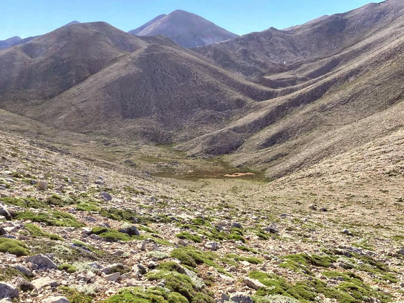 Zeltplatz in der Karstlandschaft der Weißen Berge von Kreta.