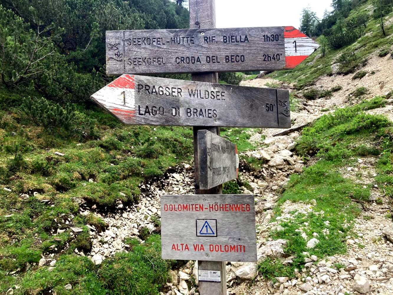 Wegweiser am Dolomiten-Höhenweg 1.