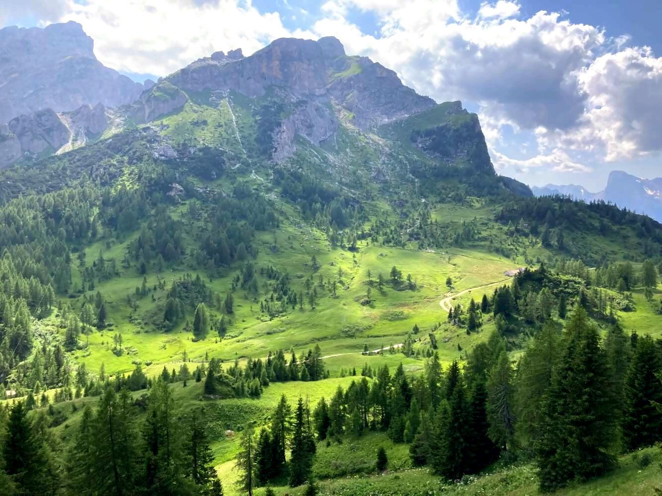 Dolomiten Höhenweg 1 Blick vom Averau.