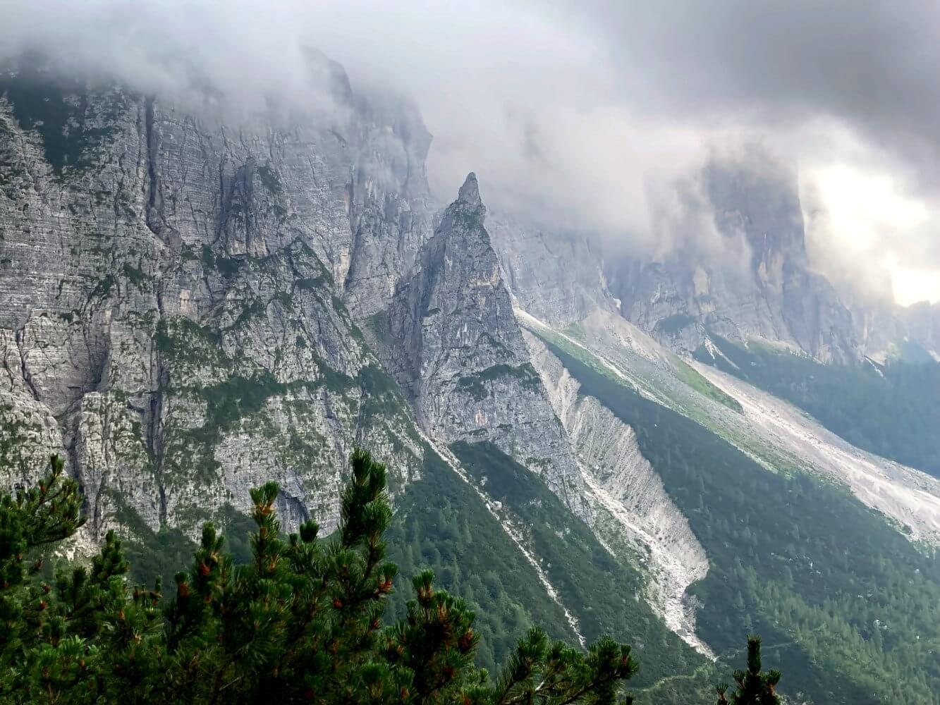 Sommergewitter auf der Alta Via 1 Dolomiten.